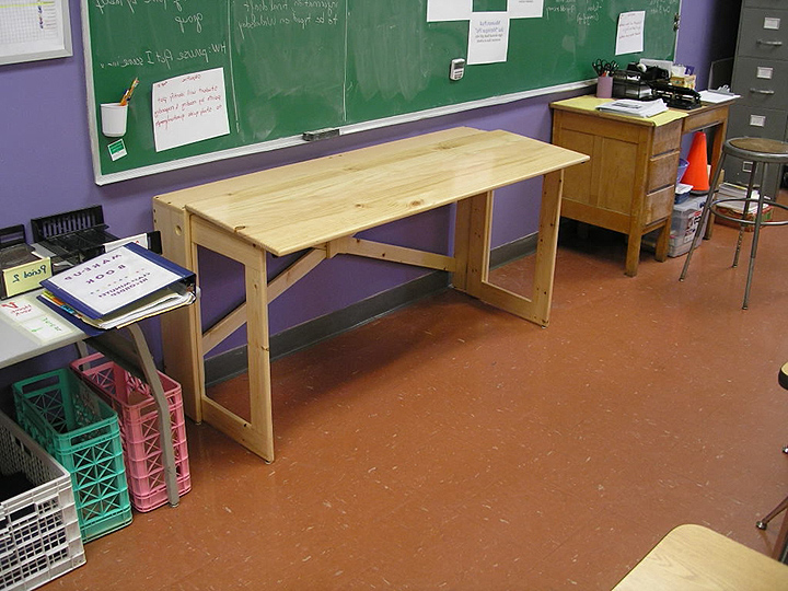 folding desks for small spaces