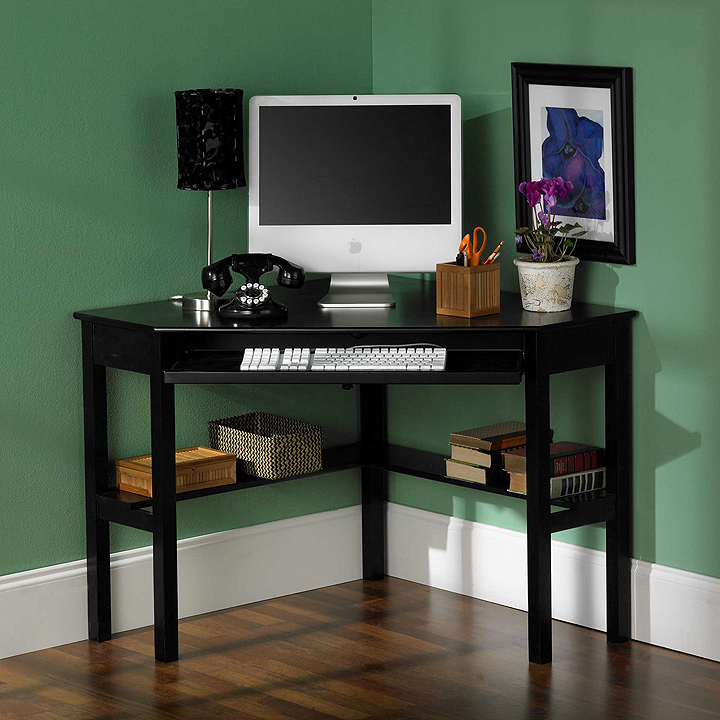 Corner computer desk with shelves